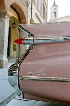 '59 Caddie ... the biggest fins of all!