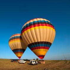 Qual é a melhor forma de se apaixonar pela paisagem alentejana? Ficar na Herdade dos Grous e um passeio de balão pela manhã.  #hotairballooning #fly #hotairballoon #herdadedosgrous #beja #alentejo #portugal #tourism #hotel #verao #paisagem #landscape #clouds #sky