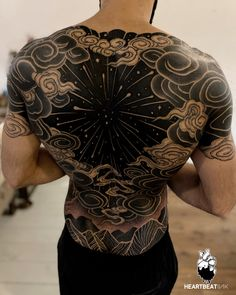 Sky Tattoos, Body Art Tattoos, Tribal Tattoos, Sleeve Tattoos, Solid Black Tattoo, Black White Tattoos, Black Cloud Tattoo, Gakkin Tattoo, Japanese Tattoo Artist