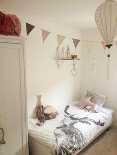 Cushions and inspiring kids room