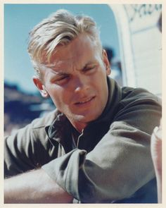 Pictures of Tab Hunter, Picture Tab Hunter (born Arthur Andrew Kelm; July is an American actor, singer, and author who has starred in over 40 films. Hollywood Icons, Vintage Hollywood, Classic Hollywood, Hollywood Stars, Tab Hunter, Hunter Movie, Pop Singers, Classic Films, American Actors