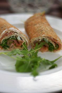 Buchweizen-Wraps - mit Lachs und Frischkäse-Creme - COOKING BAKERY Wraps, Sandwiches, Rolls, Creme, Food, Glutenfree, Salmon And Creme Cheese, Buckwheat, Healthy Recipes