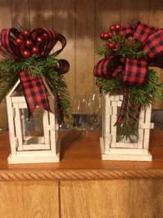 50 Buffalo Plaid Christmas Decorations that'll Announce It's Officially Christmas - Ethinify Lantern Christmas Decor, Burlap Christmas Decorations, Grapevine Christmas, Christmas Door Wreaths, Ribbon On Christmas Tree, Christmas Arrangements, Christmas Porch, Plaid Christmas, Rustic Christmas