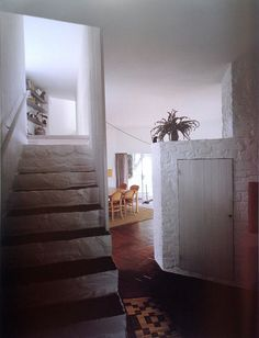 Somewhere I would like to live: House of the week Casa Ugalde / José Antonio Cordech. Architecture Details, Interior Architecture, Interior And Exterior, Interior Design, Curved Walls, Vintage Interiors, Story House, Humble Abode, Modern Contemporary