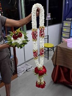21 Ideas for wedding bridesmaids invites bouquets Indian Wedding Flowers, Flower Garland Wedding, Floral Garland, Flower Garlands, Floral Wedding, Wedding Garland Indian, Wedding Garlands, Marriage Decoration, Wedding Stage Decorations