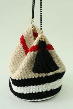Marvelous Crochet A Shell Stitch Purse Bag Ideas. Wonderful Crochet A Shell Stitch Purse Bag Ideas. Crochet Handbags, Crochet Purses, Crochet Bags, Crochet Wallet, Crochet Backpack, Love Crochet, Diy Crochet, Crochet Shell Stitch, Tapestry Crochet