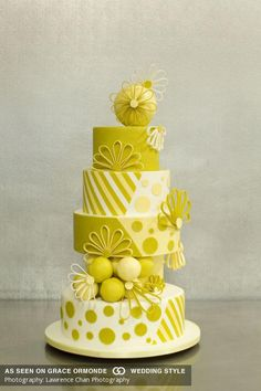 The Eye sweet rival in the shape of a wedding cake is the only risk the bride-to-be needs to compete with on her big day in looking excellent. Whimsical Wedding Cakes, Crazy Wedding Cakes, Floral Wedding Cakes, Fall Wedding Cakes, Crazy Cakes, Lemon Wedding Cakes, Wedding Cake Fresh Flowers, Cake Design Inspiration, Wedding Cake Inspiration