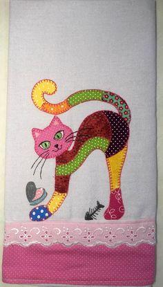 Você poderá escolher as cores e tamanho do gato e barrado.