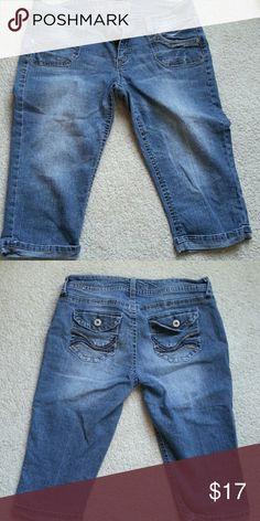 SOLD - Juniors denim Capri's by Wallflower Medium wash comfy denim Capri's Wallflower  Jeans