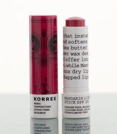 Exclusief bij COSMANIA: De Mandarin Lip Butter Stick van Korres. Een heerlijke lip butter stick met zonnebescherming SPF15 erin die je lippen hydrateert en zachter maakt. Ideaal voor schrale en gebroken lippen. Verkrijgbaar in 6 verschillende kleuren. Met shea butter en zonnebloem was die de lippen intens en langdurig verzorgen. Daarnaast zorgt mandarijnolie ervoor dat de droge lippen goed worden gehydrateerd en de verzorging krijgen die ze nodig hebben. Met een natuurlijk subtiel…