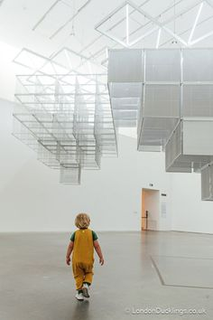Check out these tips visiting Tate Modern with kids. #london #family #art #museums East London, London City, Tate Modern Museum, Turbine Hall, London Boroughs, Modern Website, Museum Shop, Modern Buildings, Installation Art