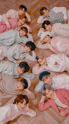I'm not a fan of TXT but I just love BTS is this photo. V Bts Cute, I Love Bts, Foto Bts, Bts Taehyung, Bts Bangtan Boy, Namjoon, Kpop, Netflix Codes, Bts Group Photos