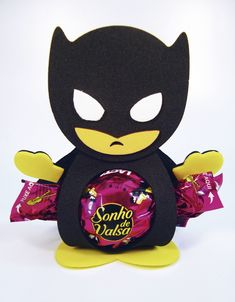lembrancinha do batman em eva Batman Birthday, Batman Party, Superhero Party, Baby Batman, Batman Vs Superman, Birthday Decorations, Birthday Party Themes, Batman Gifts, Foam Crafts