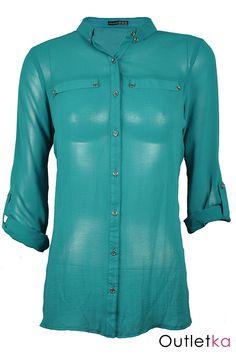 Nowa szyfonowa koszula Atmosphere w odcieniu zielonym. Koszula gustowna, o ciekawym kroju, na długi rękaw, z możliwością podwinięcia jej do łokcia, z przodu zapinana na guziki do połowy. Posiada kieszonkę co nadaje jej ciekawy i oryginalny wygląd. Rękawy zapinane na guziki. U dołu bluzki małe rozporki/ rozcięcia. Z kompletem firmowych metek Atmosphere.
