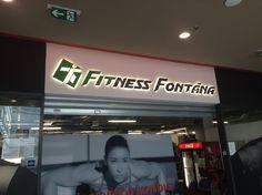 Podsvětlené výřezy Fitness Fontána v Teplicích