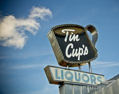 Recapturist documents the aesthetics of vintage American design. Beautiful vintage neon sign photography and Junk Type—Typography found while junkin'. Beer Signs, Old Signs, Vintage Neon Signs, Exterior Signage, Little Gardens, Roadside Attractions, Liquor Store, Business Signs, Advertising Signs