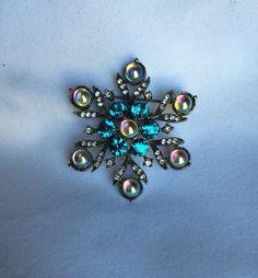 Vintage Christmas Snowflake Brooch Rhinestone by OldStNicksAttic