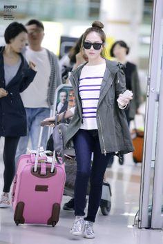 I want the jacket! Womens Fashion Uk, Uk Fashion, Fashion Lookbook, Winter Fashion, Snsd Airport Fashion, Snsd Fashion, Jessica Jung Fashion, Jessica & Krystal, Krystal Jung