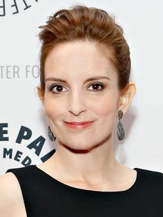 #TinaFey keeps things fresh at event with a pale pink lip and a swipe of bronzer across her cheeks.