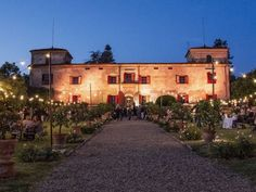 Exclusive Selection of Luxury Wedding Villas & Venues in Tuscany Italy. Breathtaking Destinations to Get Married in Florence, Lucca, Siena, Chianti & more.
