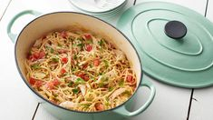 Say goodbye to dirty dishes! This twist on classic spaghetti is one of the easiest, tastiest quick dinners you will ever make. Rotisserie chicken cuts down on prep time while jalapeño cream cheese combined with Mexican cheeses and chicken broth gives the Chicken Spaghetti Recipes, Chicken Recipes, Chicken Spagetti, Pasta Recipes, Chicken Alfredo, Chicken Pasta, Chicken Rigatoni, Chicken Soups, Kraft Recipes