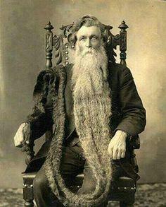 La barba más larga de la historia. Este hombre murió al romperse el cuello tras pisar su propia barba. 1867.