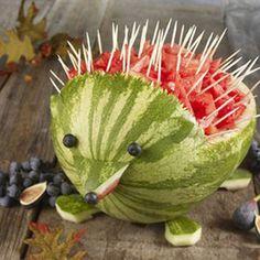 Få inspiration til, hvordan du kan servere frugt til dit barns fødselsdag på en fin og kreativ måde.