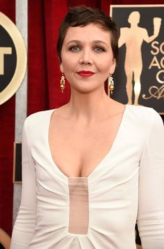Pin for Later: Drool Over Every Gorgeous Beauty Angle at the SAG Awards Maggie Gyllenhaal Maggie's ultrashort crop looked especially chic thanks to its tousled texture.