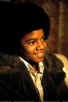 Melanie Williams is just your every day 22 year old. She lived a pretty normal life. That is until 8 versions of Michael Jackson showed up in her home. Young Michael Jackson, Photos Of Michael Jackson, Most Beautiful Faces, Beautiful Smile, The Jackson Five, Mike Jackson, Jackson Family, The Jacksons, Thriller