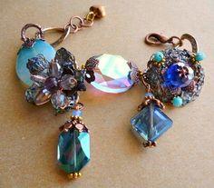BLUE Lavorazione ad uncinetto in filigrana di rame smaltato con pietra di Angelite, turchesi e cristalli. Componenti in rame e ottone, Nichel free.