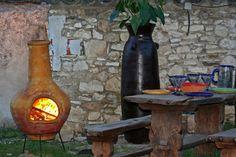 #Braseros mexicains by Amadera : pour cuisiner et se chauffer. Fabriqués en terre cuite dans les règles de la tradition ancestrale, les braseros mexicains offrent une ambiance chaleureuse, une décoration authentique et une cuisson facile et conviviale. [À partir de 250€ - H.115 x D. 55 cm - Livré avec trépied, grille barbecue et chapeau- www.amadera.com]
