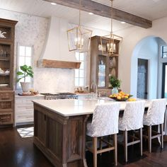 20 Modern But Simple Kitchen Design Ideas - Page 4 of 42 - Making Your Dream Home a Reality Old Kitchen Cabinets, New Kitchen, Kitchen Decor, Kitchen Ideas, Kitchen Island, Wood Cabinets, Galley Kitchen Layouts, Vintage Kitchen, Fixer Upper Kitchen
