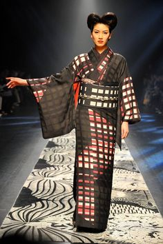 The newest line of Japanese kimono at Mercedes-Benz Fashion Week TOKYO's by JOTARO SAITO for 2016 autumn and winter!