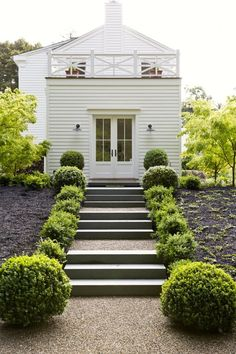 mulch-black-wood-chips-gardenista