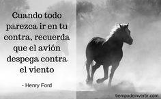 Cuando todo parezca ir en tu contra, recuerda que el avión despega contra el viento - Henry Ford