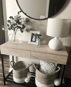 Fantastic Entryway Console Tables Design Ideas To Try Asap . Fantastic Entryway Console Tables Design Ideas To Try Asap living room decoration ideas - color, furniture and lighting Hallway Table Decor, Entryway Console Table, Entry Tables, Entryway Decor, Console Tables, Console Table Styling, Console Table Living Room, Entry Table With Mirror, Entryway Ideas