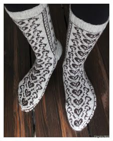 Sydänpolku by Megetar Sydänpolku by Megetar Knitting Charts, Knitting Socks, Hand Knitting, Knit Shoes, Wool Socks, Slipper Boots, Designer Socks, Boot Cuffs, Knitted Shawls