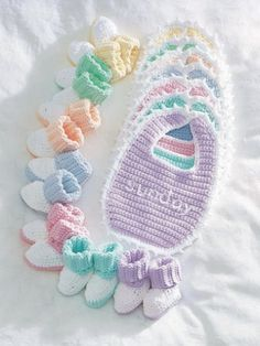 Free Pattern - What a great baby shower gift! The everyday #crochet set lets you create bib and booties sets for every day of the week.