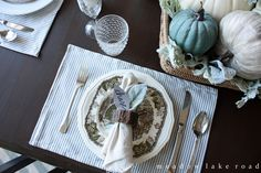 Thanksgiving Tablescape place setting with mis-matched dishes and glasses - www.meadowlakeroad.com #thegratefultable #wayfair #sponsored