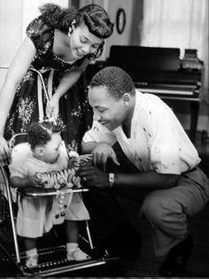 Martin Luther King, Coretta Scott King and Yolanda King Coretta Scott King, Memphis, Black History Facts, Black History Month, History Pics, Marie Curie, My Black Is Beautiful, Black Love, Black Art