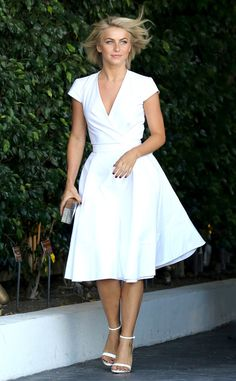 Julianne Hough looks lovely in summer white. #fashion