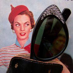 Glam Vintage Black Cat Eye Sunglasses with Rhinestones Black Cat Eyes, Vintage Black, Cat Eye Sunglasses, Sunnies, Eyeglasses, Rhinestones, Eyewear, Vintage Fashion, Retro