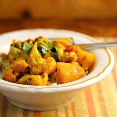 Aloo gobi (Indian cauliflower and potatoes), easy in the slow cooker. #vegan #glutenfree