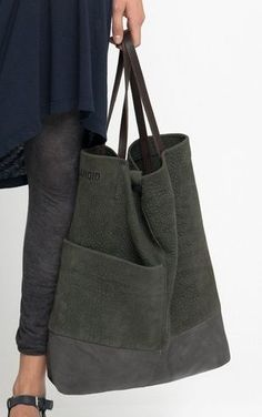 large tote bag in deep olive green and dark gray with leather handles and exterior pocket Look Fashion, Fashion Bags, Fashion Women, Sacs Tote Bags, Hobo Bags, Sac Week End, Fabric Bags, Big Bags, Handmade Bags