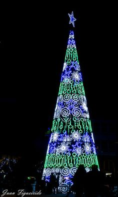 Blue and green large outdoor Christmas Tree -Feliz Navidad - Spain Outdoor Christmas Light Displays, Christmas Tree Decorations, Christmas Trees, Merry Christmas And Happy New Year, Winter Christmas, Joy To The World, Art Installation, Holidays And Events, Xmas