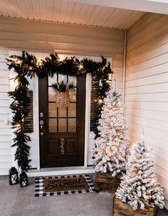 Noel Christmas, All Things Christmas, Winter Christmas, Christmas Crafts, Christmas House Decorations, Decorating Porch For Christmas, Home For Christmas, Christmas Offers, Christmas Garden
