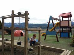 El Cerdanya resort es un alojamiento ideal para ir con niños a la Cerdanya y disfrutar. Entra en el post para ver todas las fotos y servicios para familias. Barcelona, Planes, Cat, Projects, Travel, Exit Slips, Families, Places, Airplanes