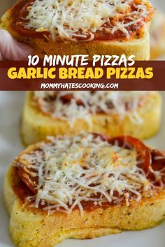 Frugal Food Items - How To Prepare Dinner And Luxuriate In Delightful Meals Without Having Shelling Out A Fortune Make Delicious Pizza In Less Than 10 Minutes With Texas Toast Garlic Bread For This Garlic Bread Pizza. Lunch Recipes, Easy Dinner Recipes, Cooking Recipes, Pizza Recipes, Cooking Pasta, Bread Recipes, Quick Weeknight Meals, Easy Meals, Garlic Bread Pizza