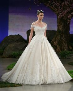 14-best-new-wedding-dresses-wedding-gowns-bridal-market-ines-di-santo-0512-courtesy