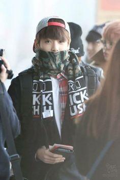 ~ BTS ( JungKook ) ♥ @ Aeropuerto de Gimpo Rumbo a Japón 06/Dic/13 Cr; in the pic | Please don't edit the photos.